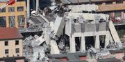 Rasmassor vid bron i Genua.  VALERY HACHE / AFP