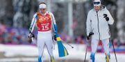 Emil Jönsson och Teodor Petterson efter lagsprintfinalen i Sotji. Matthias Schrader / TT / NTB Scanpix