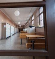 Illustrationsbild: En tom korridor på gymnasieskolan Södra Latin i Stockholm.  Stina Stjernkvist/TT / TT NYHETSBYRÅN