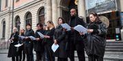 Demonstration utanför börshuset i solidaritet med Srebrenicas mödrar mot Svenska Akademiens beslut att tilldela Peter Handke Nobelpriset. Jonas Ekströmer/TT / TT NYHETSBYRÅN