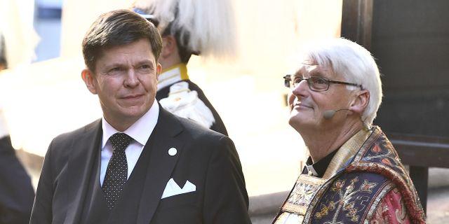 Riksdagens talman Anders Norlén (M) och domprost Hans Ulfvebrand. Claudio Bresciani/TT / TT NYHETSBYRÅN