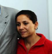 Leila Bouazizi längst till höger. Här fotograferad med sin mamma Manoubia Bouazizi och EU-representanten Adrianus Koetsenruijter 2011. På bilden bakom dem syns Mohamed Bouazizi. TT