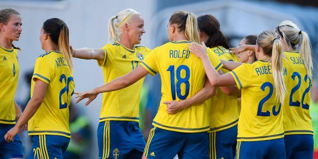 Sveriges tidigare landslag med bland andra Caroline Seger, Fridolina Rolfö och Lotta Schelin. Mikael Fritzon/TT / TT NYHETSBYRÅN