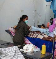 Överlevande vårdas på ett sjukhus på ön Lembata i Indonesien. Ricko Wawo / TT NYHETSBYRÅN