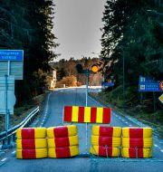 Stängd gränsövergång i Halden/Arkivbild Torstein Bøe / TT NYHETSBYRÅN