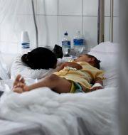 Ett barn som är sjukt i denguefeber. Eduardo Verdugo / TT NYHETSBYRÅN