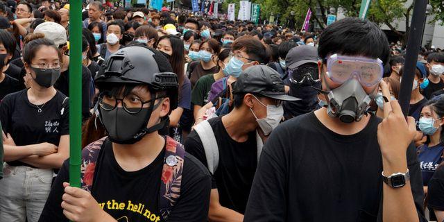 Demonstranter under helgens protester i Hongkong. Vincent Yu / TT NYHETSBYRÅN