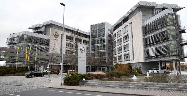 Arkivbild: Opels anläggning i tyska Rüsselsheim, där polisen på måndagen genomförde en razzia.  DANIEL ROLAND / AFP