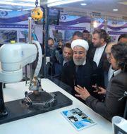 Irans president Rouhani får en dragning om ny kärnteknik TT NYHETSBYRÅN