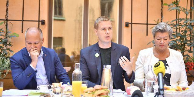 Gustav Fridolin presenterade förlaget vid regeringens sommarfika. Vilhelm Stokstad/TT / TT NYHETSBYRÅN