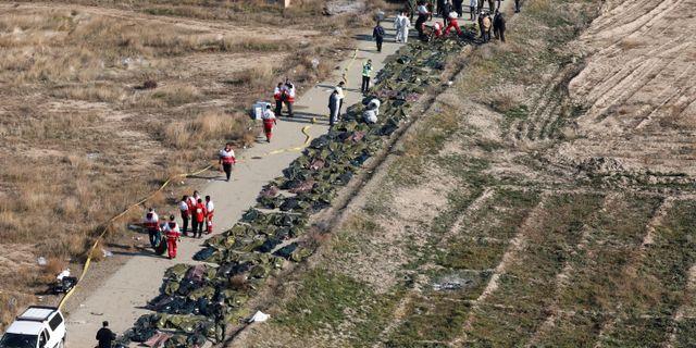 Kroppar vid haveriplatsen. WANA NEWS AGENCY / TT NYHETSBYRÅN