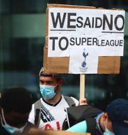 Tottenhamsupporter demonstrerar mot superligan, Nilsson. TT
