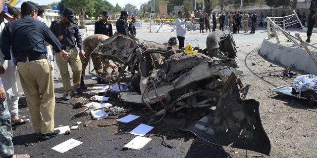 Tolv skolor attackerade i norra pakistan