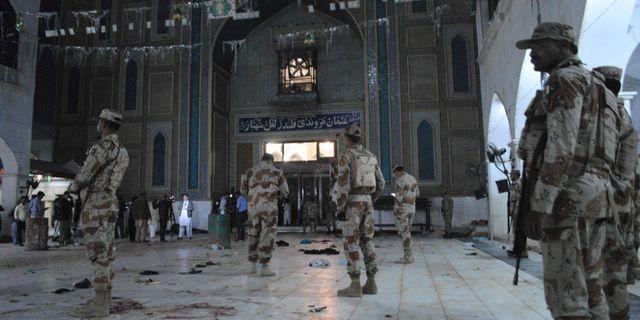 Pakistanska soldater efter torsdagens bombdåd. Pervez Masih / TT / NTB Scanpix