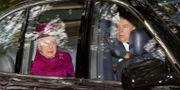 Drottning Elizabeth och prins Andrew fotograferade i Skottland den 15 september i år. Robert Perry / TT NYHETSBYRÅN