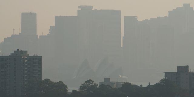 Operahuset insvepet i rök. Fotot är taget idag. STEPHEN COATES / TT NYHETSBYRÅN
