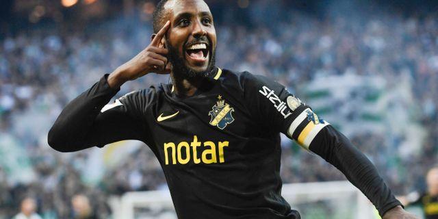 AIK:s Henok Goitom gör 1-0 till sitt lag under söndagens fotbollsmatch i allsvenskan mellan AIK och Hammarby IF på Friends Arena. Janerik Henriksson/TT / TT NYHETSBYRÅN