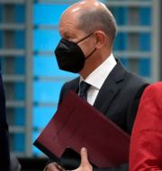 Scholz och Merkel.  Michael Sohn / TT NYHETSBYRÅN