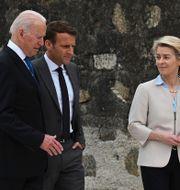Joe Biden, Emanuel Macron och Ursula von der Leyen.  Leon Neal / TT NYHETSBYRÅN