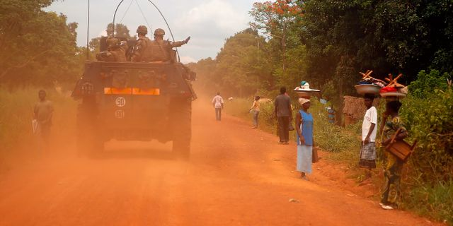 Arkivbild från 2014. Franska FN-soldater patrullerar i Sibut i Centralafrikanska republiken.  Jerome Delay / TT / NTB Scanpix