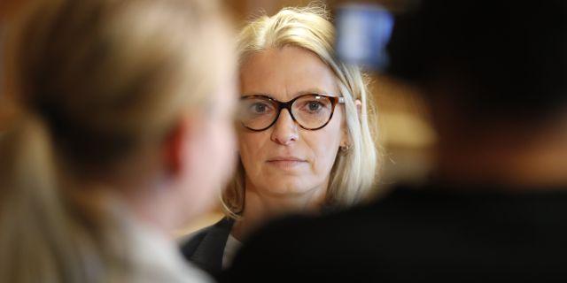 Anna Flodin, rådman och rättens ordförande meddelar att Anna Lindstedt, tidigare ambassadör i Kina frias av tingsrätten. Christine Olsson/TT / TT NYHETSBYRÅN