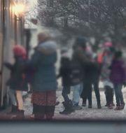 Bild från Kalla faktas avslöjande om att flickor och pojkar delas upp i skolbussen. TV4/Kalla fakta