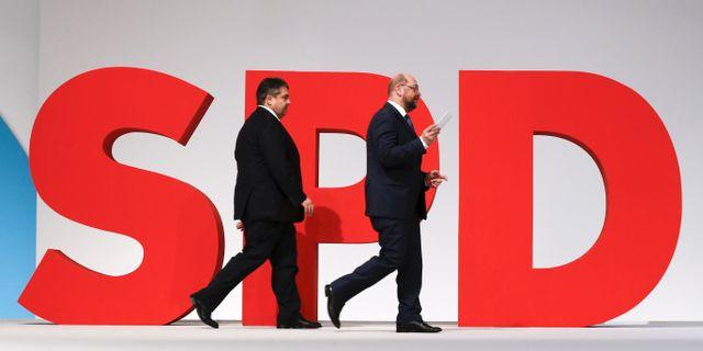 Sigmar Gabriel och Martin Sculz på SPD:s kongress 2015. Fabrizio Bensch / TT NYHETSBYRÅN