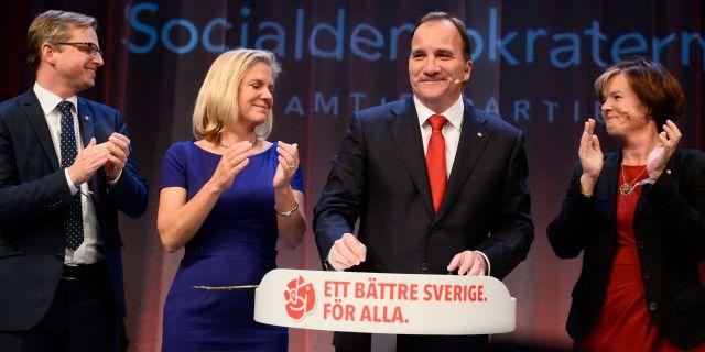 Partiledaren Stefan Löfven flankerad av Mikael Damberg, Magdalena Andersson och Carin Jämtin under Socialdemokraternas valvaka 2014. CLAUDIO BRESCIANI / TT / TT NYHETSBYRÅN