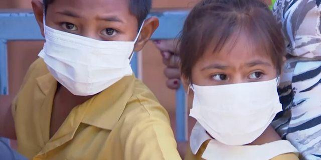 Barn väntar på att bli vaccinerade på en klinik i Apia, Samoa. TT NYHETSBYRÅN