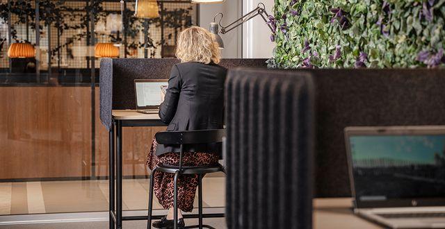 På Väla shoppingcenter har IKEA varit med och skapat en Work Zone med kontorsplatser. © Inter IKEA Systems B.V.2021