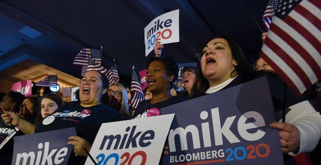 Bloomberg-anhängare under ett kampanjmöte. OLIVIER DOULIERY / TT NYHETSBYRÅN