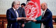 Avtalet mellan Ghani och Abdulla skrevs under på söndagen. HANDOUT / TT NYHETSBYRÅN