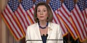 Nancy Pelosi under dagens pressträff. Bild från pressträffen