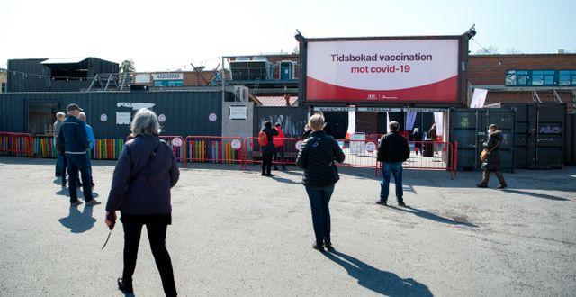 Arkivbild: Människor väntar på att vaccineras i Stockholm Jessica Gow / TT NYHETSBYRÅN