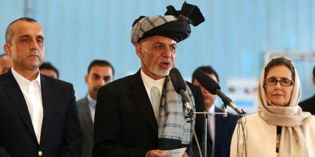 Ashraf Ghani håller tal i samband med valet. Rahmat Gul / TT NYHETSBYRÅN