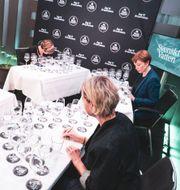 Juryn provsmakar vattnen Jason Andersson/Svenskt Vatten