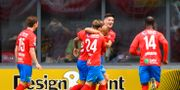 Helsingborgs Armin Gigovic och Filip Sjöberg jublar med Anthony van den Hurk efter 2-0. PETTER ARVIDSON / BILDBYRÅN