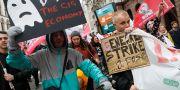 Uberförare och andra demonstranter demonstrerar mot Uber i London under tisdagen. Alastair Grant / TT NYHETSBYRÅN/ NTB Scanpix