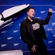 SpaceX owner and Tesla CEO Elon Musk arrives on the red carpet for the Axel Springer media award, in Berlin, Germany, Tuesday, Dec. 1, 2020. Hannibal Hanschke / TT NYHETSBYRÅN