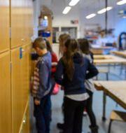 Träslöjdslektion för elever i mellanstadiet. Anders Wiklund/TT / TT NYHETSBYRÅN