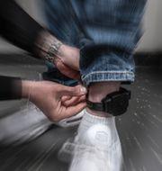 En person med fotboja.  Per Danielsson/TT / TT NYHETSBYRÅN