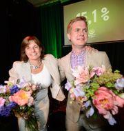 Miljöpartiets språkrör Isabella Lövin och Gustav Fridolin firar valresultatet på 15,1 % under partiets EU-valvaka 2014. MAJA SUSLIN / TT / TT NYHETSBYRÅN