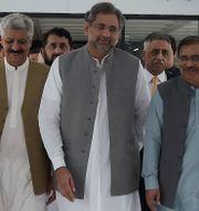 Shahid Khaqan Abbasi i mitten.  AAMIR QURESHI / AFP