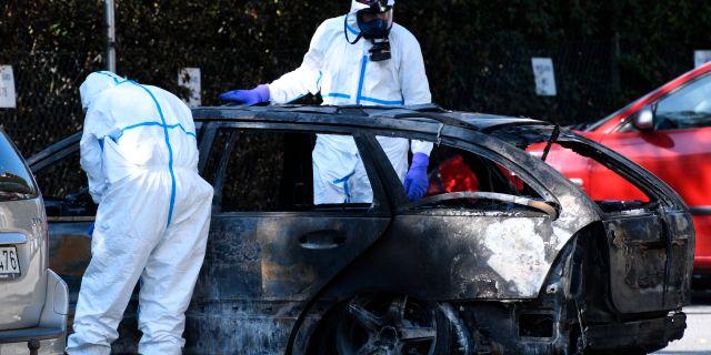 Den misstänkta flyktbilen undersöks av polis efter mordet Johan Nilsson/TT / TT NYHETSBYRÅN