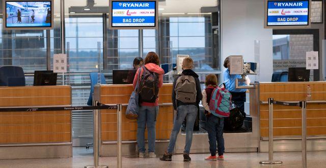 Resenärer på väg från tyska Hannover till Mallorca. Peter Steffen / TT NYHETSBYRÅN