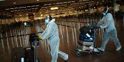 Resenärer i full skyddsmundering på Bryssels flygplats. Francisco Seco / TT NYHETSBYRÅN