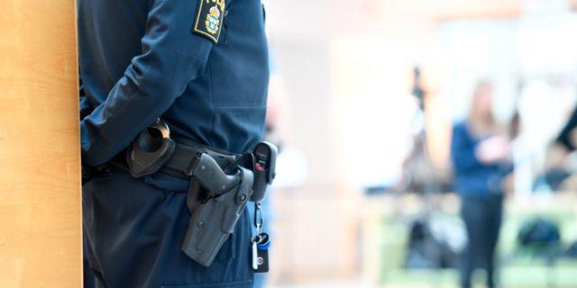 Häktningsförhandling i Västmanlands tingsrätt efter att mannen i tjugo års åldern som misstänks för skottlossning mot en polisman bostad i Västerås. Fredrik Sandberg/TT / TT NYHETSBYRÅN