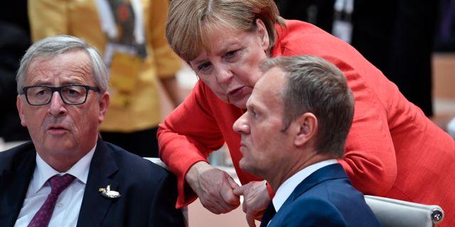 Arkivbild: Angela Merkel tillsammans med EU-topparna Jean Claude Juncker och Donald Tusk. John MacDougall / TT / NTB Scanpix