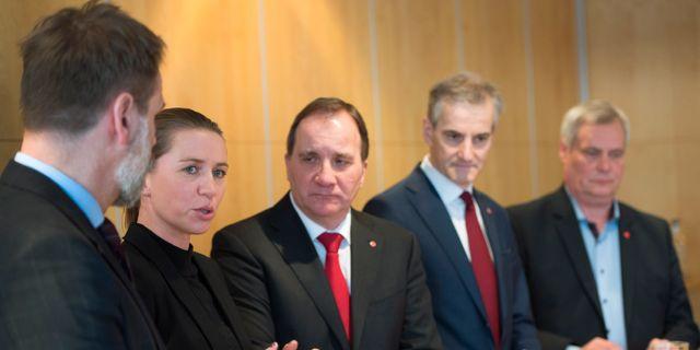 Stefan Löfven och Danmarks statsminister Mette Frederiksen till vänster.  Henrik Montgomery/TT / TT NYHETSBYRÅN