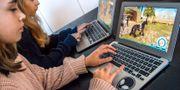 Arkivbild: Två barn framför sina datorer Claudio Bresciani/TT / TT NYHETSBYRÅN